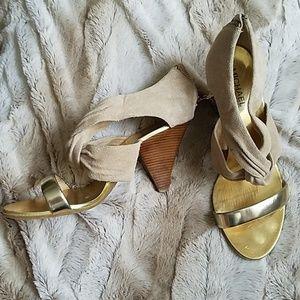 Nwot MICHAEL Michael Kors sz 8m gold & tan heels